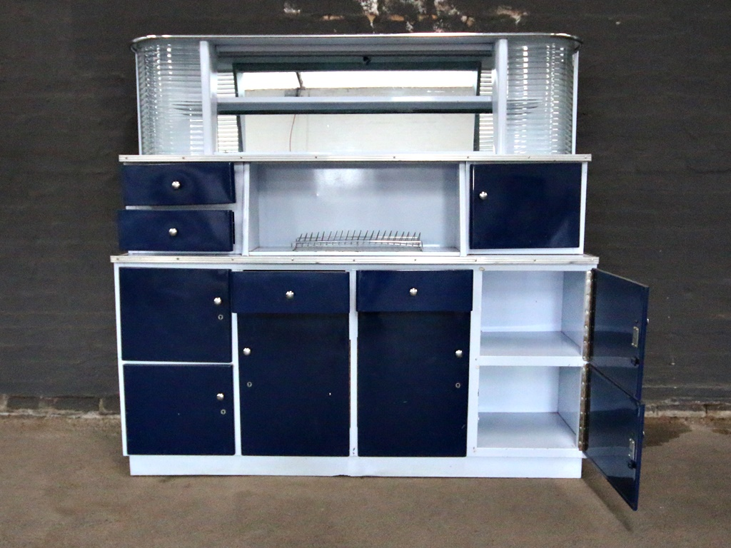 Retro blue and white kitchen unit kings queens for Kitchen units gauteng