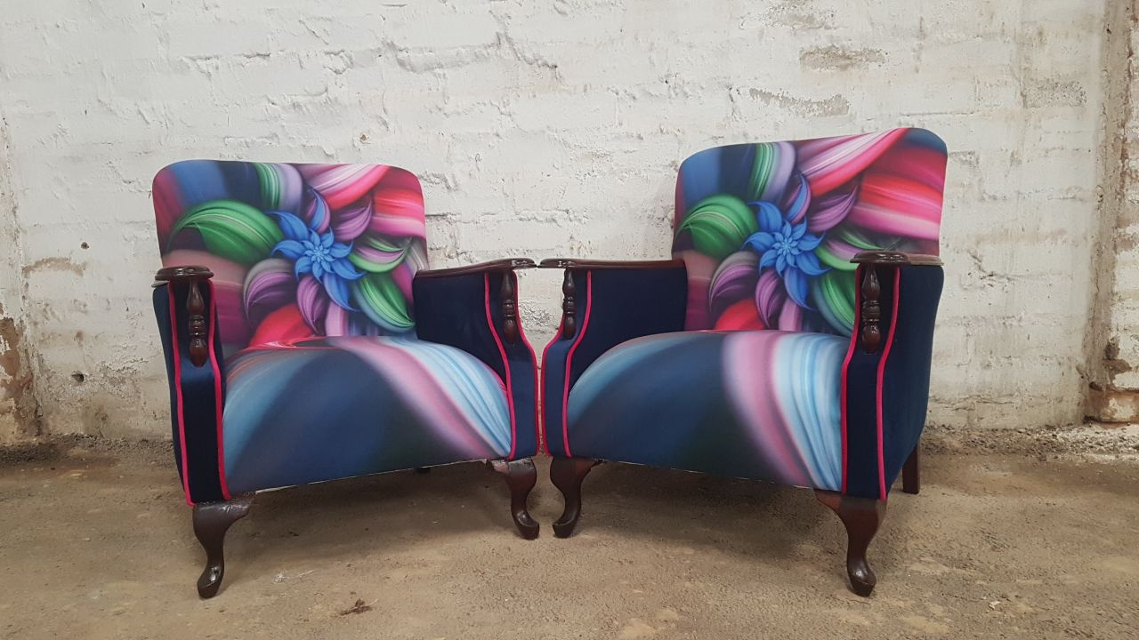 Antique Arm Chairs With Wooden Arm Rests Kings Amp Queens
